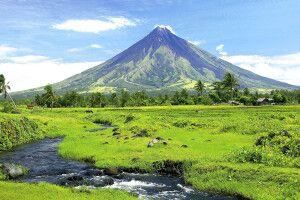 Der 2462 Meter hohe Vulkan Mayon, etwa 330 Kilometer östlich der Hauptstadt Manila am südöstlichen Ende der Hauptinsel Luzón.