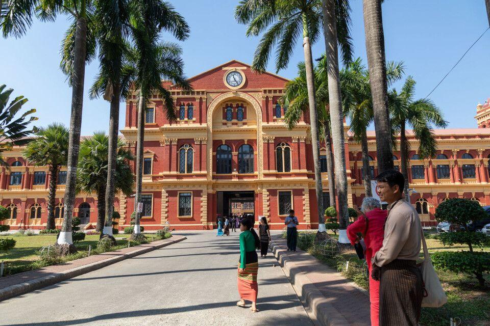 Das Sekretariat ist der Prototyp eines Kolonialbaus in Yangon.
