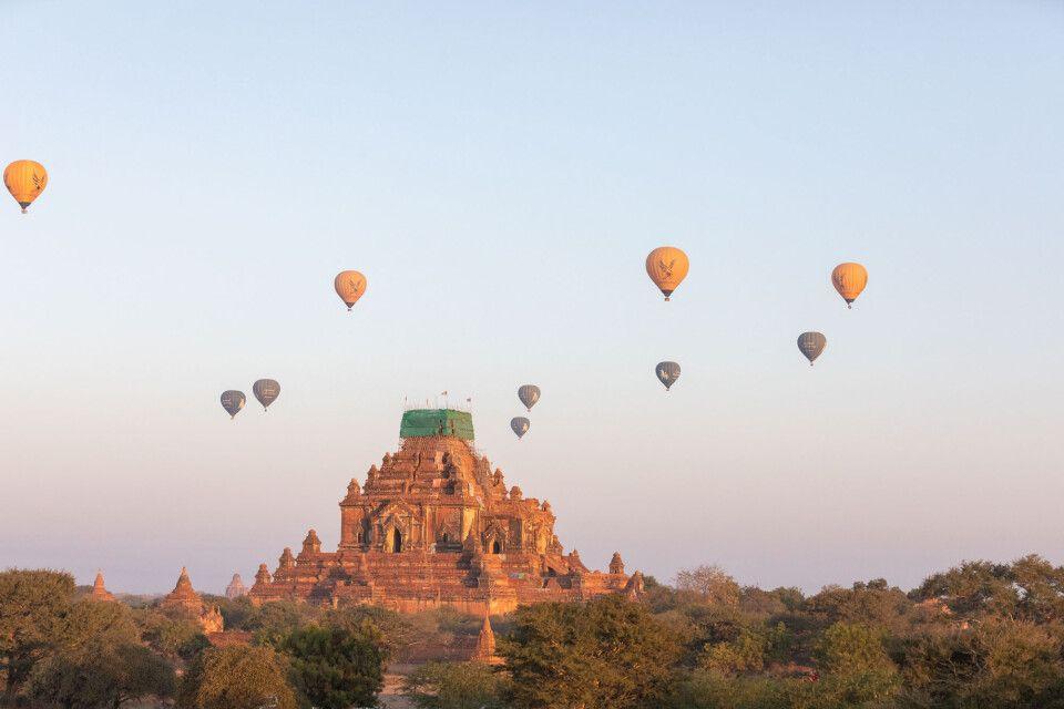 Ballone über Bagan