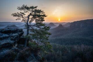 Sonnenaufgang über der Sächsischen Schweiz