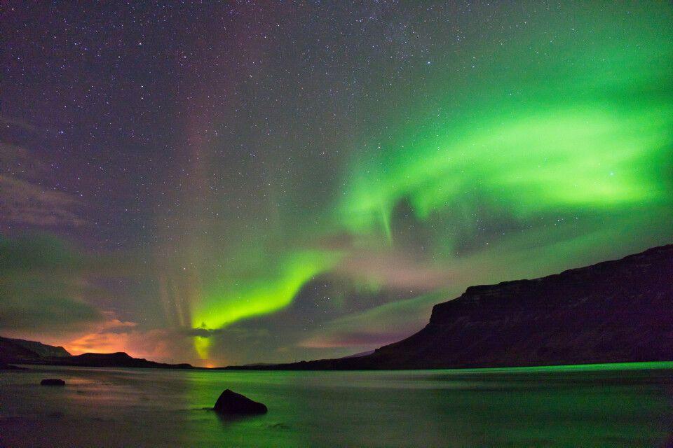 Aurora Borealis im Fjord