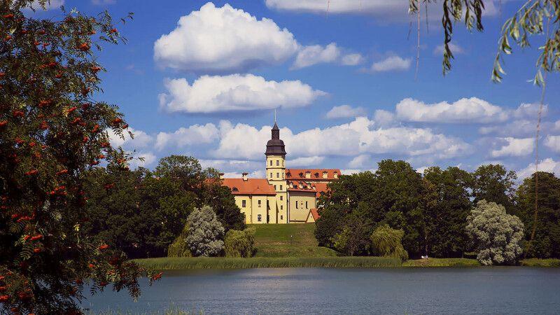 Schloss in Njaswisch © Diamir