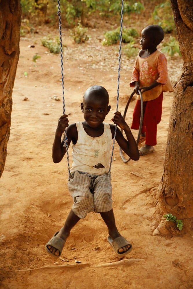 SAMDIA_201023_1TTH_12_Sambia spielende Kinder.jpg