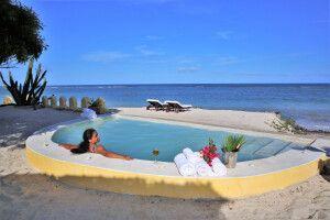 Pool mit Meerblick in der Coconut Beach Lodge
