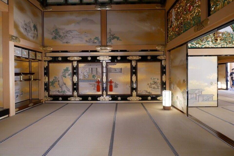 Kunstvoll gestaltete Innnenräume in der Samurai-Burg in Nagoya