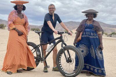 Hererofrauen und Lars Eichapfel in Purros