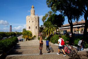 Torre de Oro, der Goldturm, am Ufer des Guadalquivir, Sevilla