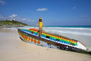 Auch am Strand von Mexiko geht es farbenfroh zu