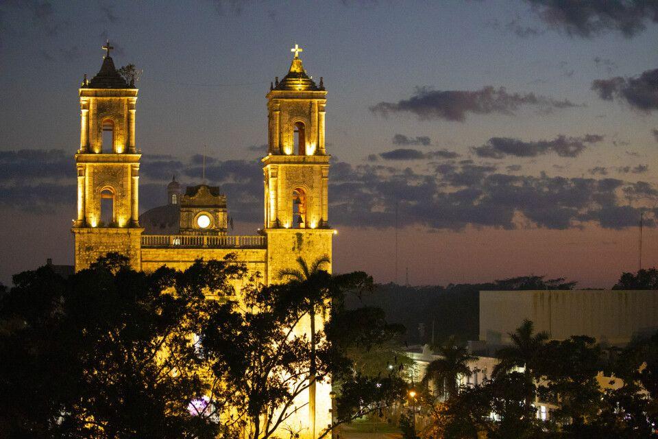 Die Kathedrale von San Gervasio im Abendlicht, Valladolid (Mexiko)