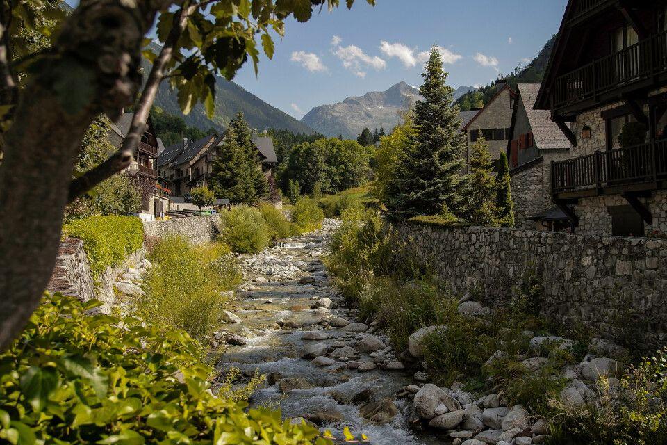 Das Örtchen Arties im Valle de Arán, Pyrenäen