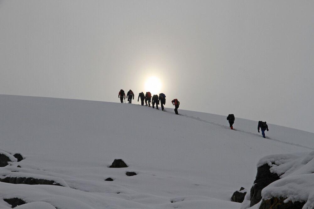 Wanderer auf dem Weg zu kleineren Gipfeln