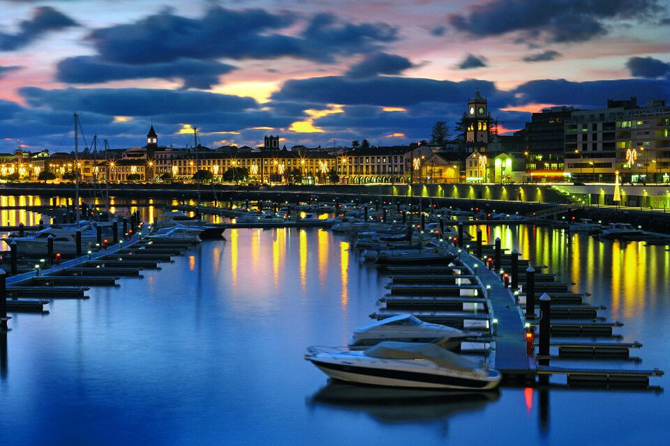 Abendstimmung an der Marina von Ponta Delgada, Insel Sao Miguel