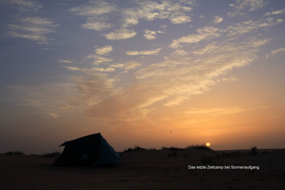 Das letzte Zeltcamp bei Sonnenaufgang