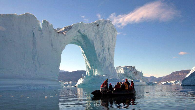 Zodiactour bei den Eisbergen im Scoresbysund © Diamir