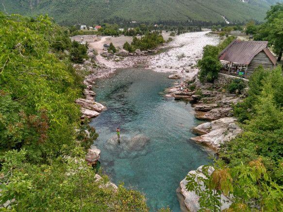 Natürlicher Pool in den Bergen