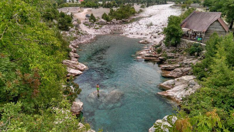 Natürlicher Pool in den Bergen © Diamir