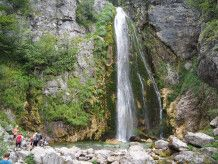 Rast am Wasserfall
