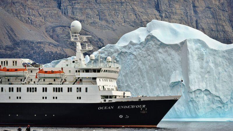 Die MS Ocean Endeavour auf Fahrt durch die Nord-West-Passage © Diamir