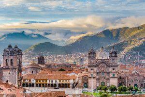 Sonnenaufgang über der Plaza de Armas in Cusco