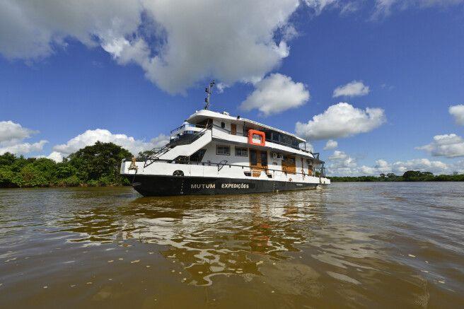 Hotelboot Barco Mutum im Pantanal unterwegs