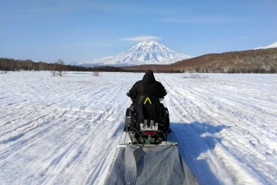 Motorschlittenfahrt in Richtung Awatschinski Vulkan auf Kamtschatka