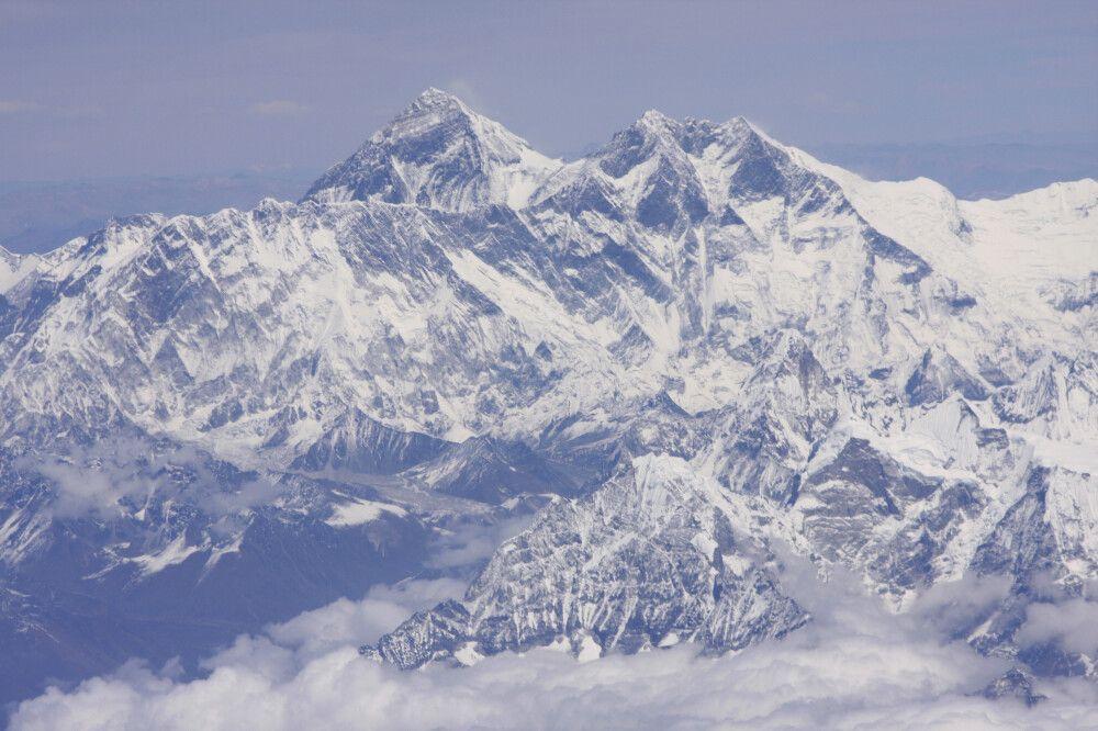 Blick aus dem Flugzeug auf den Mount Everest (8848 m)