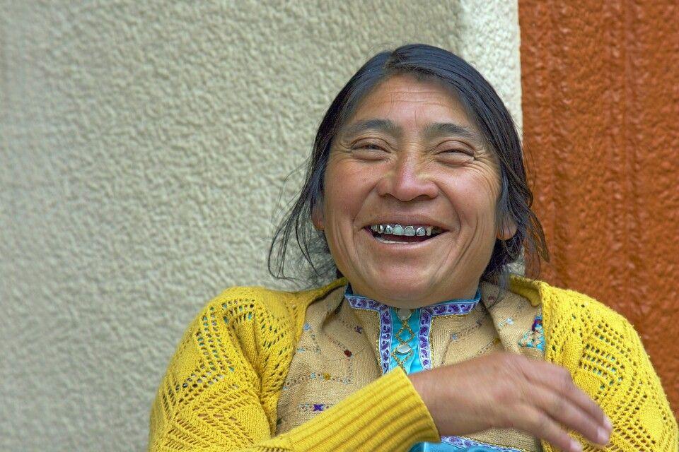 Fröhliche Indigena in Mexiko