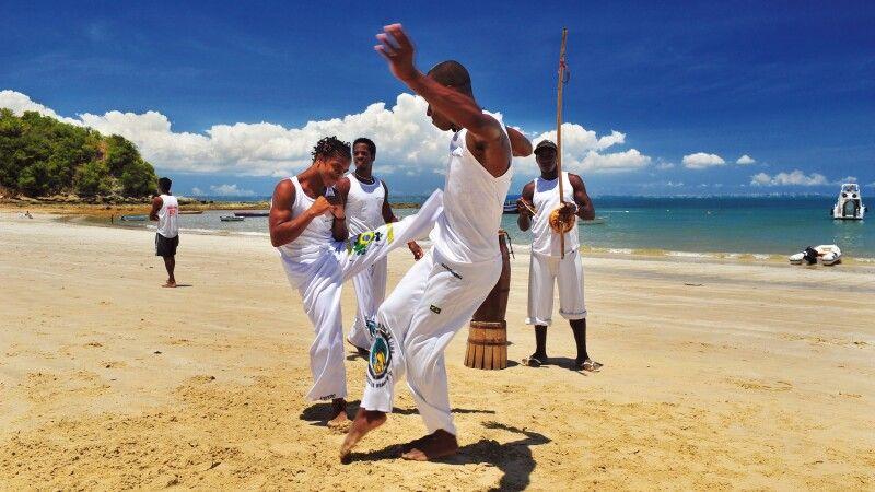Capoeira-Vorführung am Strand © Diamir