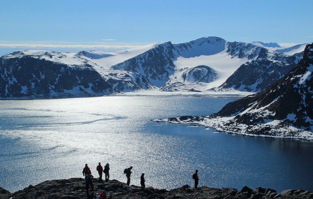 Wanderung zu einem Gipfel in Nordspitzbergen