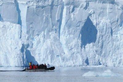 Paradiesbucht, Zodiactour vor gewaltiger Gletscherfront