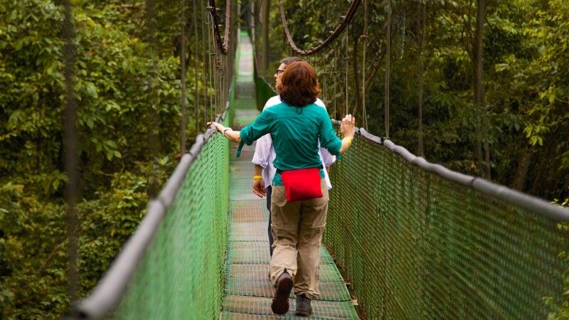 Hängebrücken Monteverde mit Menschen © Diamir