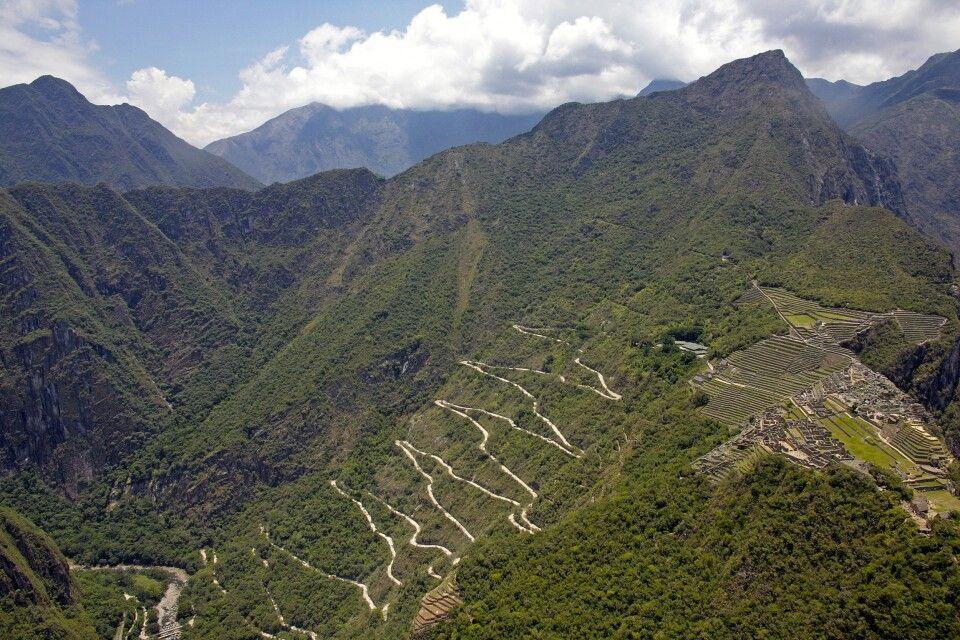 Serpentinenstraße nach Machu Picchu