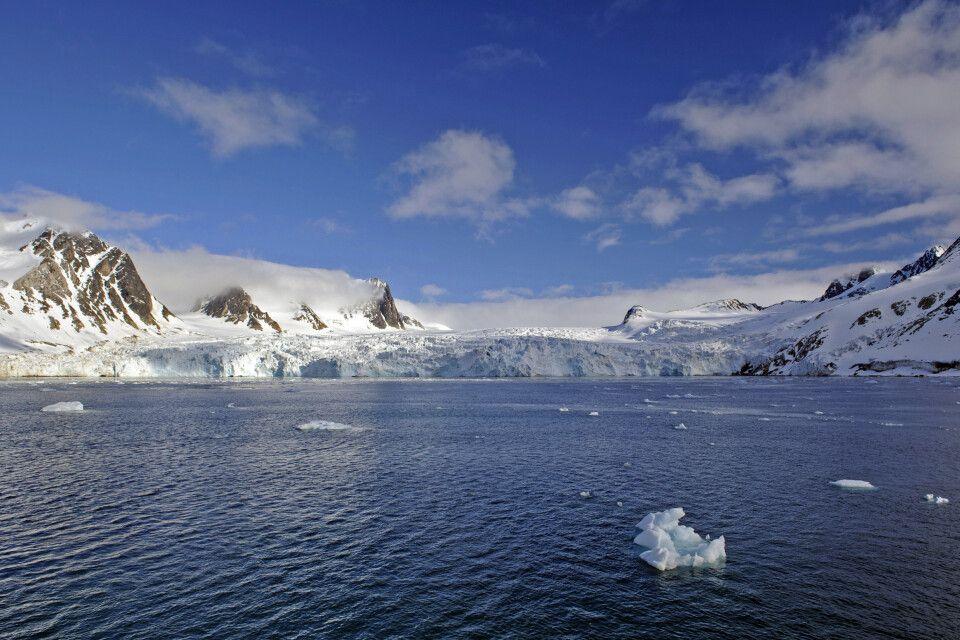 Blick auf den Gletscher am Ende des Fuglefjords