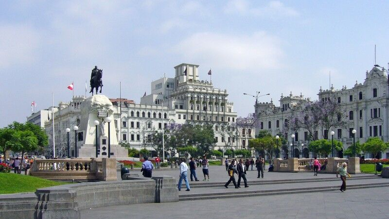 Plaza in Lima © Diamir