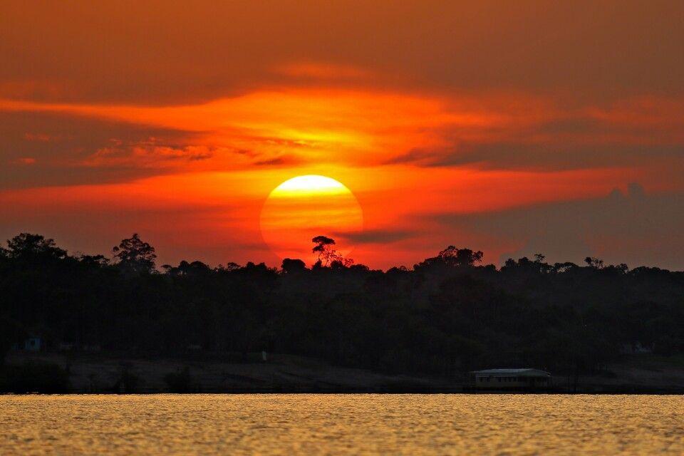 Sonnenuntergang über dem Amazonas