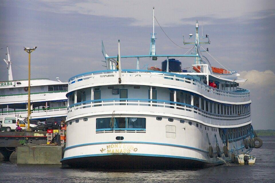 Frachtschiff auf dem Amazonas