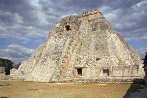 Pyramide des Zauberers in Uxmal, Yucatan, Mexiko