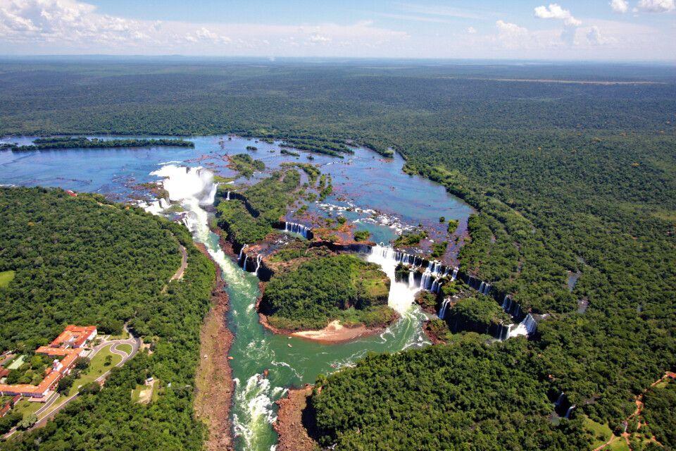 Die Iguazu-Wasserfälle aus der Luft