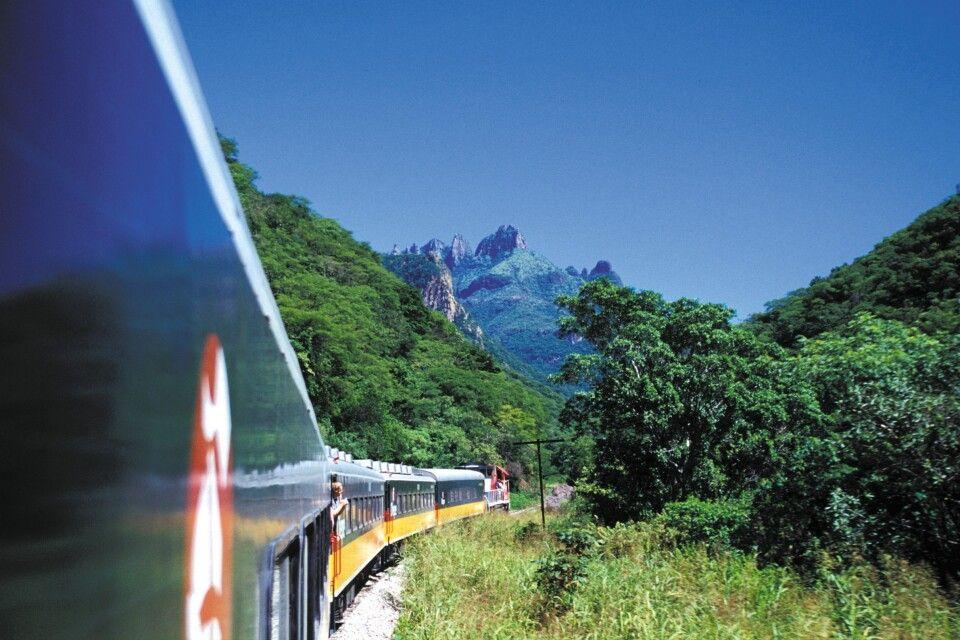 Der Zug Chepe durch die Kupferschluchten - eine der spektakulärsten Zugverbindungen der Welt